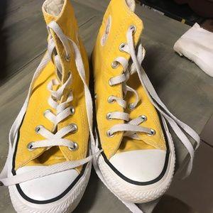 Size 6 Women, 4 Men Converse gold hi top sneakers